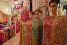 Glitzer und Farben auf dem kurdischen Bazar